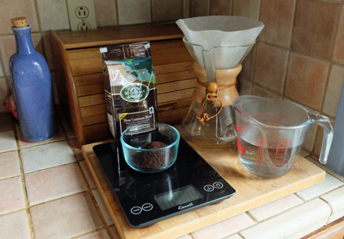 A set of sales for weighing coffee.