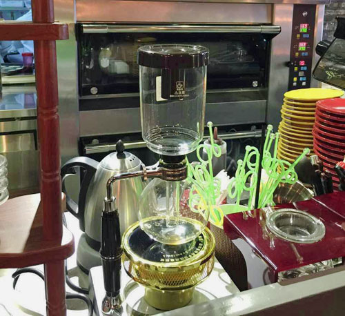 Vacuum coffee brewer