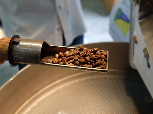 Coffee roaster sampling scoop