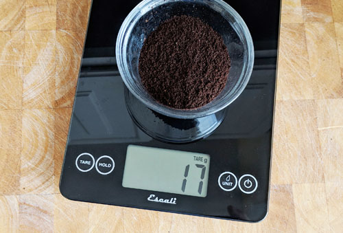 Coffee scales for measuring ground coffee by weight