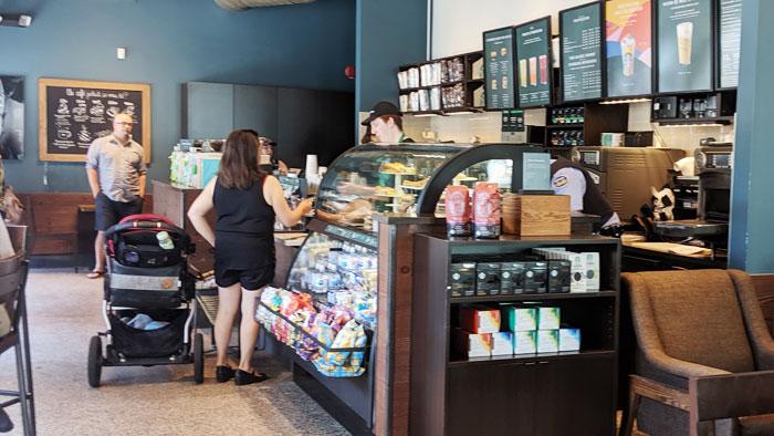 Intérieur du café Starbucks